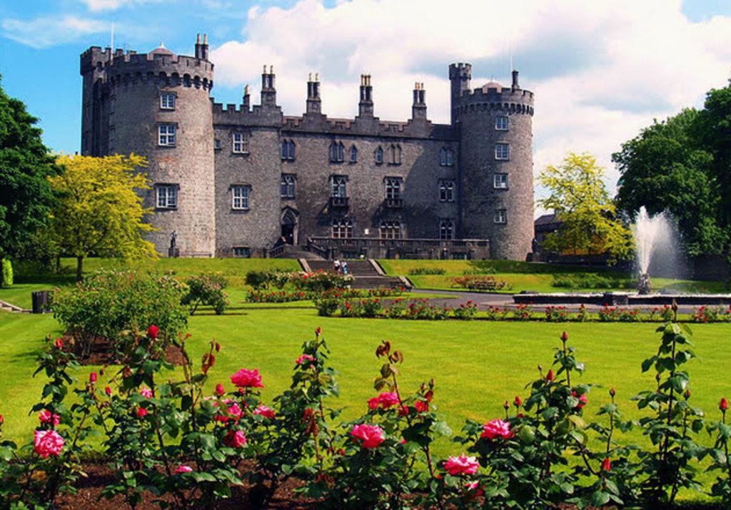 Kilkenny castle and  Rose Gardens!