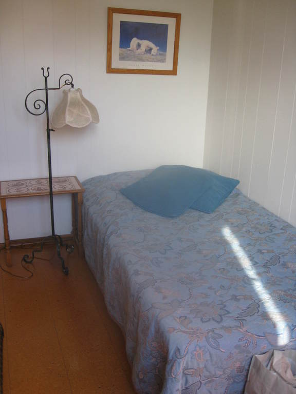Guest room. Bed 110 x 200. In second bedroom there is a 140x200 bed.