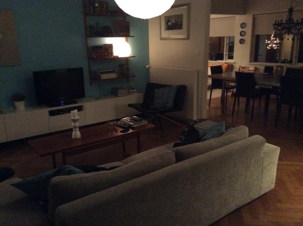 Livingroom-view to dining room