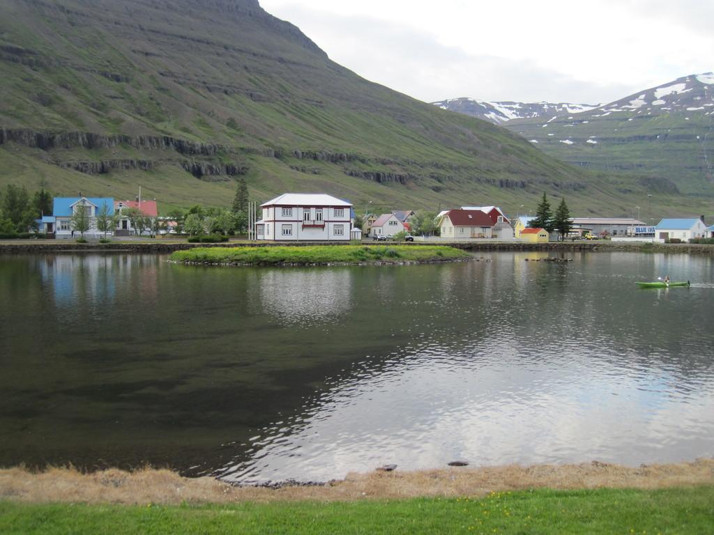 Seyðisfjörður, ca 750 km