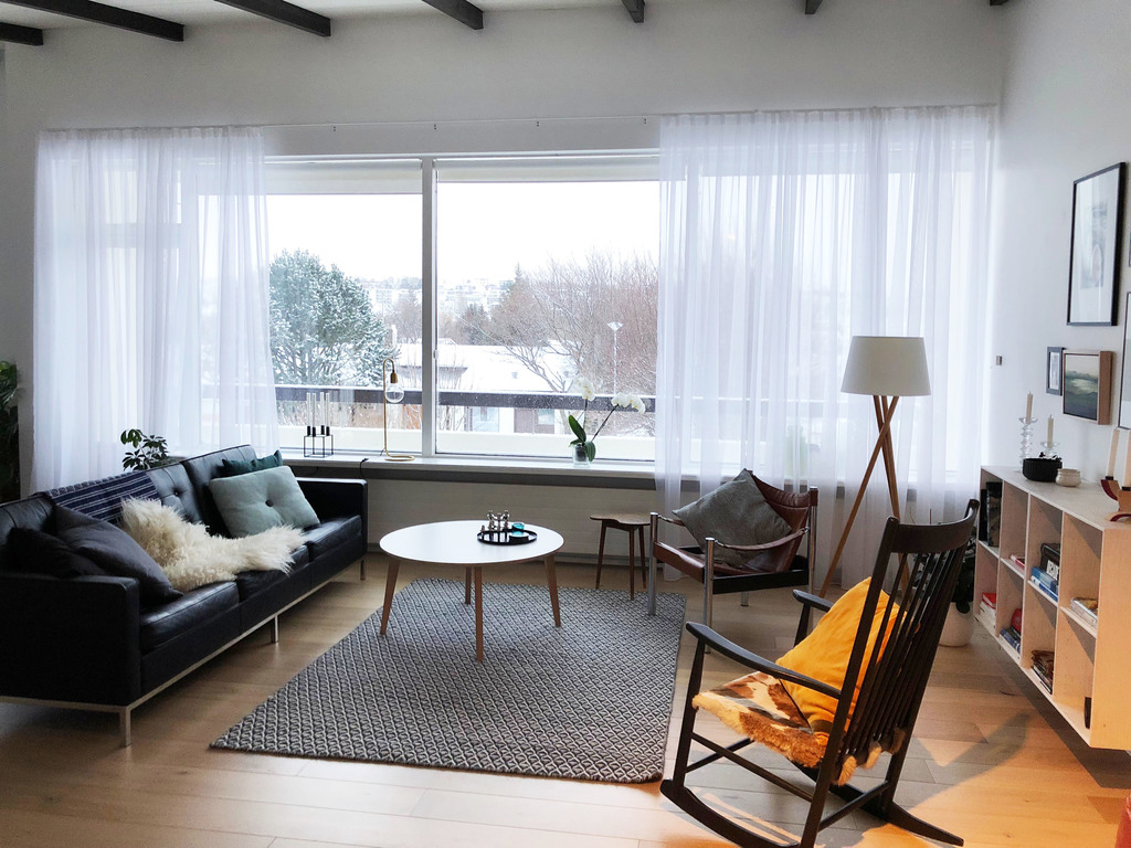 Bright living room with good view from the large windows