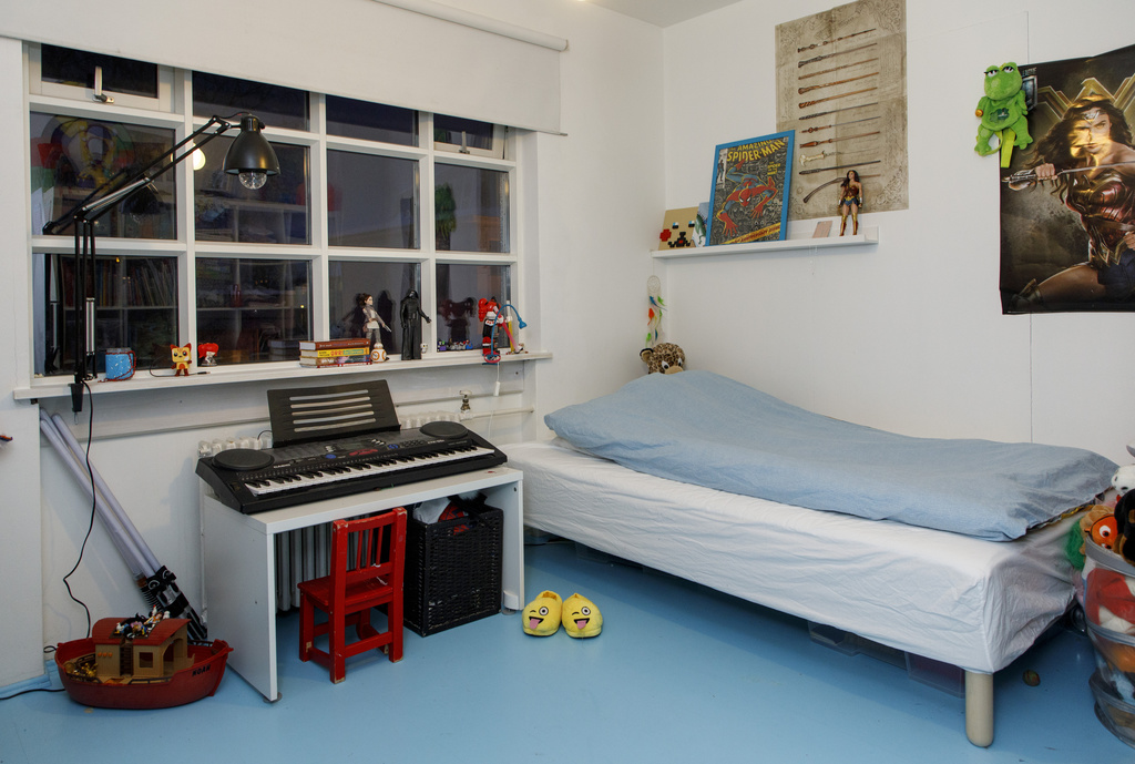 Second childrens room with bed 120x200 cm