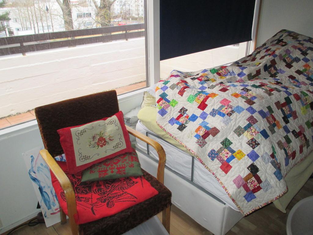 Bedroom 3 & access to balcony. 1 single bed.