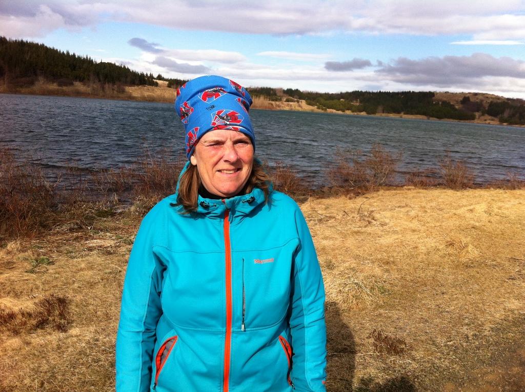 Around lake Ástjörn is a walking trail, takes around 40 minutes to walk around it.