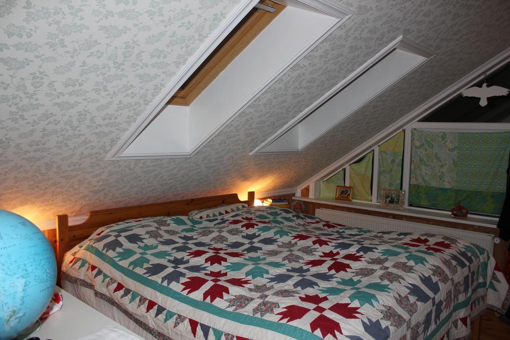 The top floor bedroom. The bed is 180*200 cm.
