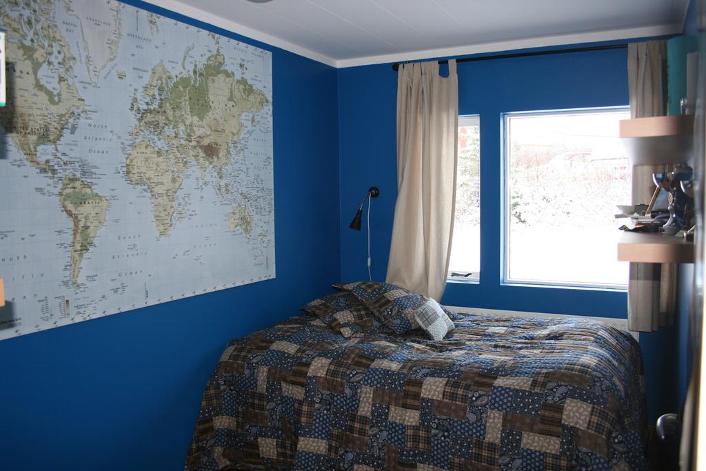 Bedroom 2 - double bed (140cm)