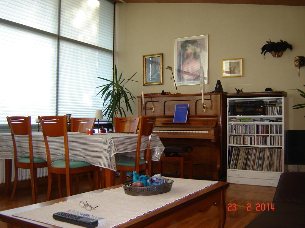 Living room 3 / dining room