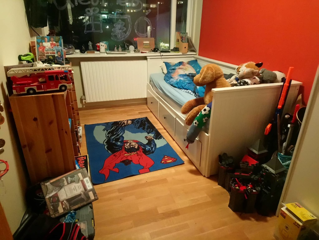 Our 7 years old sons bedroom (90x200)