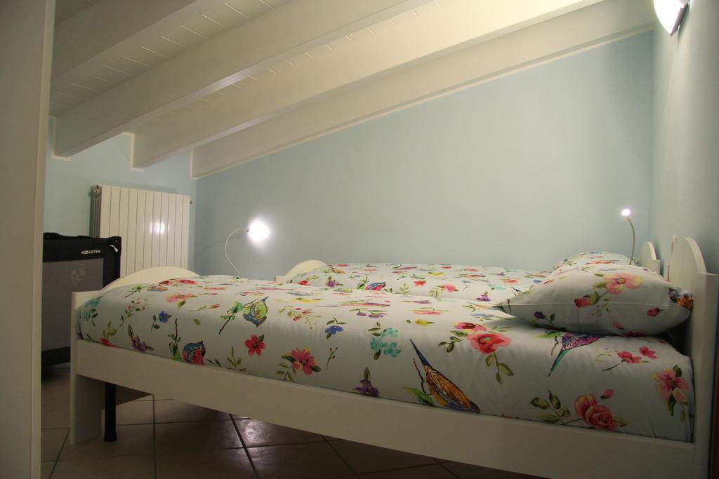 Slaapkamer boven: 2 eenpersoonsbedden, ruime kleerkast, nachttafeltjes.