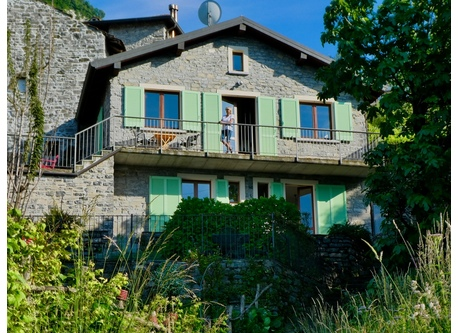 Italian rustico with a panoramic view to the lake and the Alps