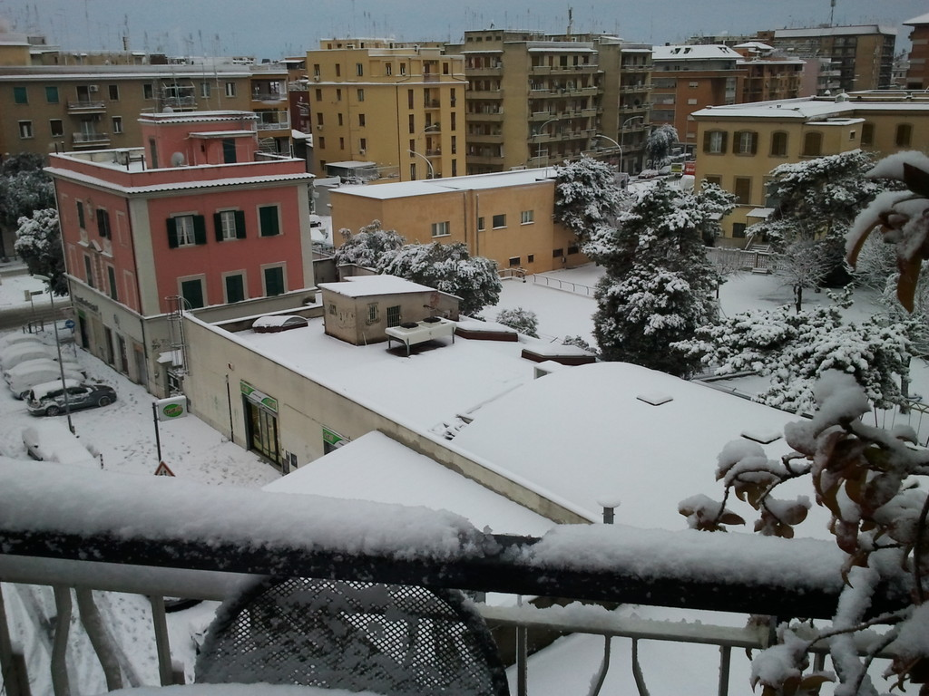 via dei QUINZI : snow in February 2012