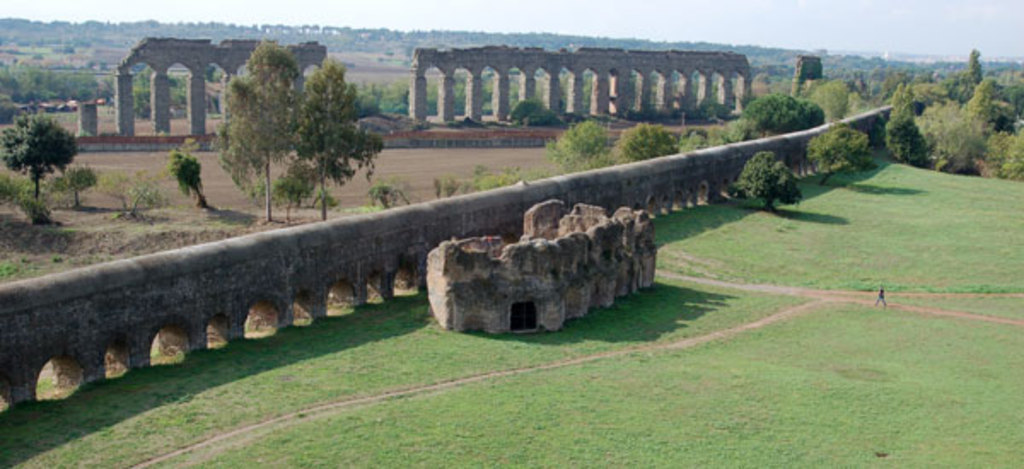 Near the house: Park of the aqueducts (7 roman and papal aqueducts)