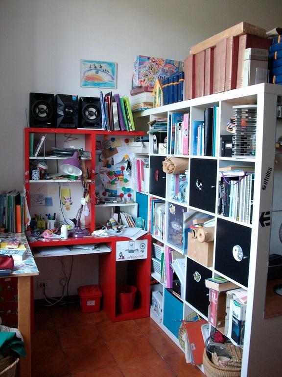 stanza da letto 1: scrittoio e libreria