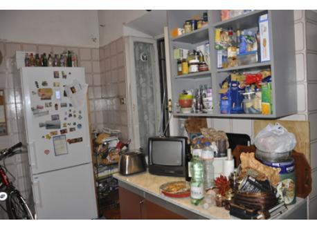 la cucina e accesso al balcone