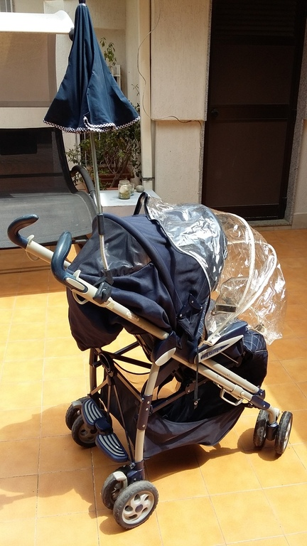 2 strollers fully equipped are available for childs till 5 years