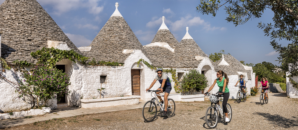 Trulli, old stones houses, UNESCO site at 40 min drive.