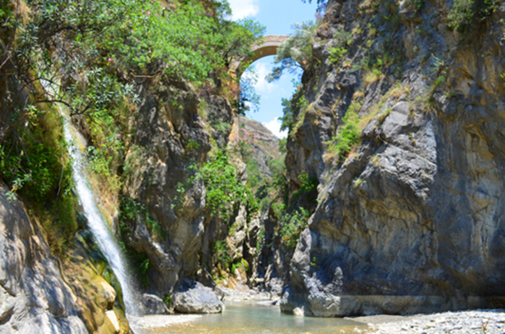 Ponte del diavolo, grotte del Raganello( Parco nazionale del Pollino)