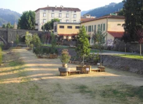 Pescia,  river side