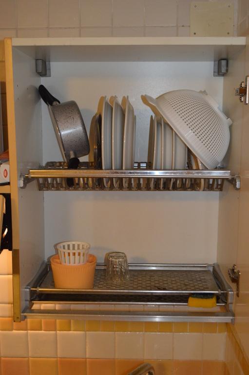 Armadietto per disporre i piatti dopo il lavaggio