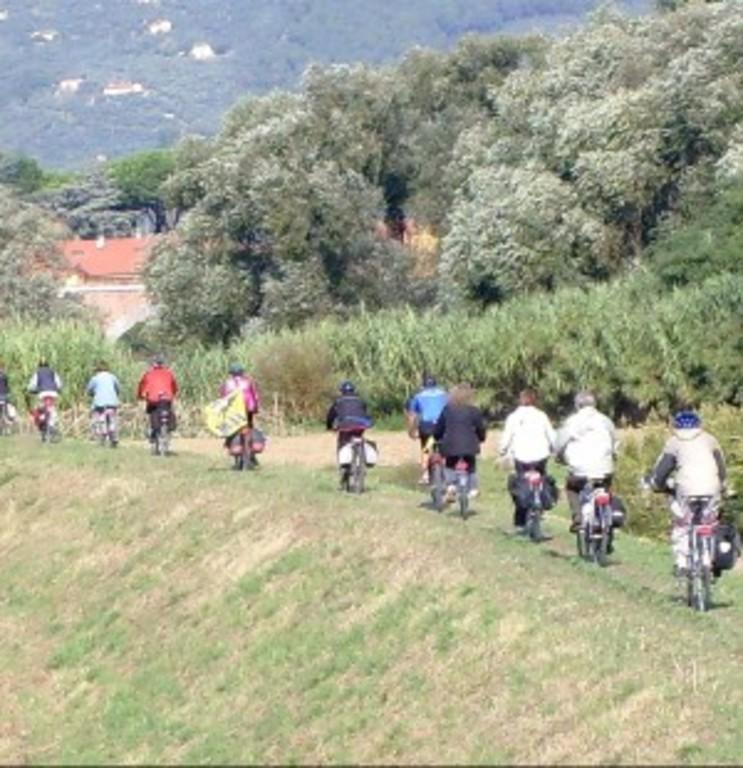 Bike-trail along the river Arno