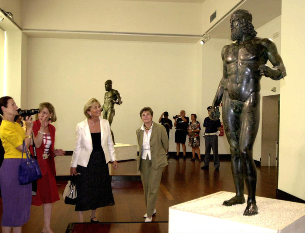 Just two hours by car to the city of Reggio Calabria with its Riace bronzes