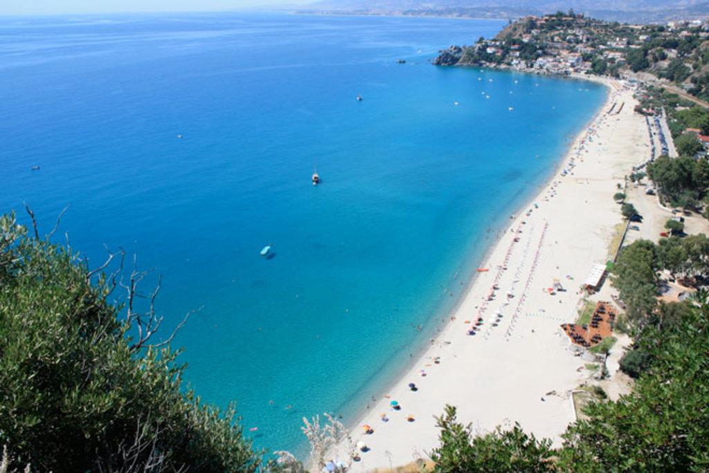 la spiaggia di Caminia tra le più belle della Calabria si trova a ~ 55 km