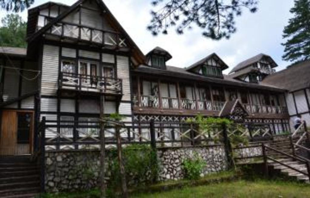 """""""L'albergo delle Fate"""" - storico Hotel degli anni 50  di villaggio Mancuso ad 1 km."""