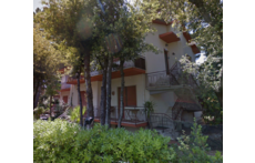 the house in the Mediterranean scrub (Google Street View)...