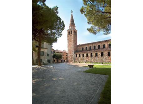 Basilica (Grado)