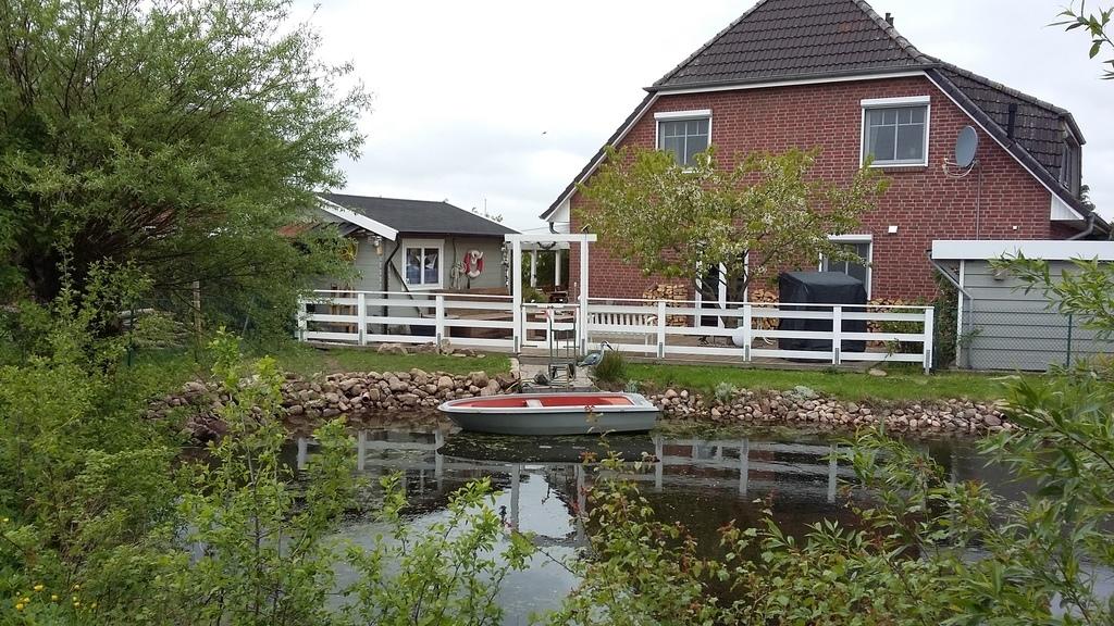 the pond/ der Teich