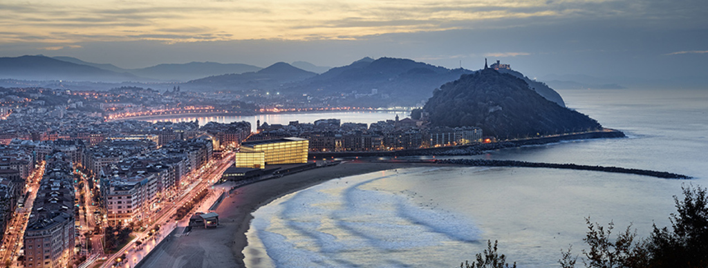 Donosti-San Sebastian, sea and mountain.