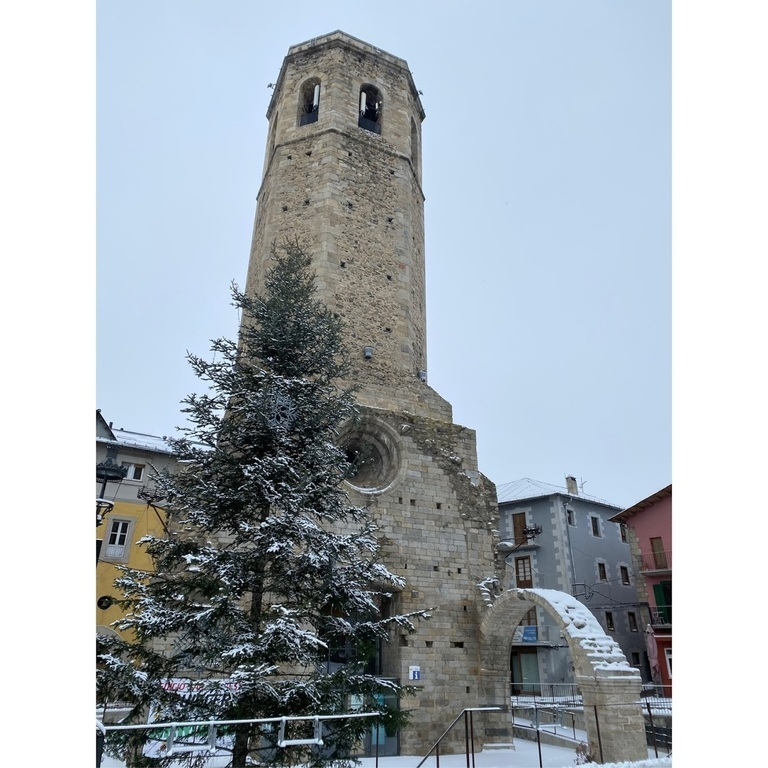 Puigcerdà bell tower, a singular place, there is no church