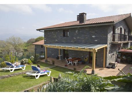 Garden, vegetable garden and terrace covered with a porch
