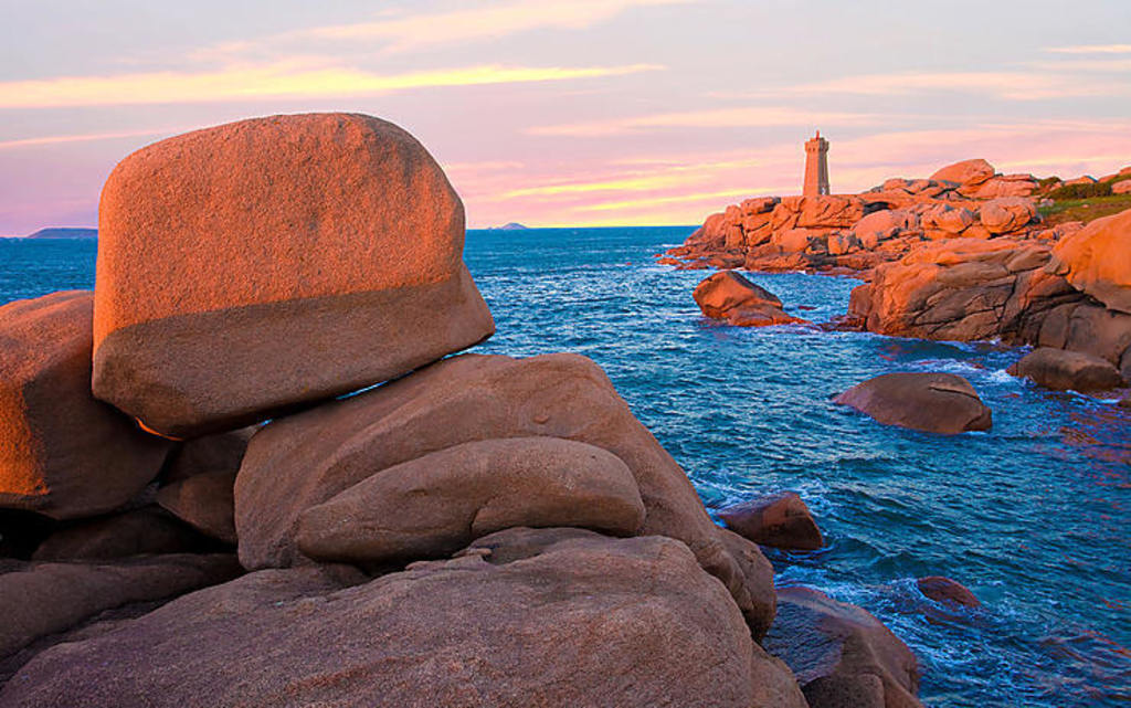 Come and discover the pink granite coast!