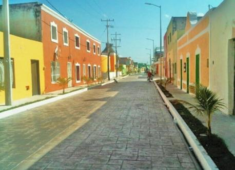 Calle 12, The beach avenue, downtown Celestun