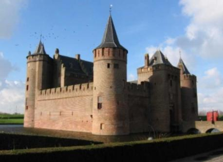 Muiderslot 20 minutes by bike