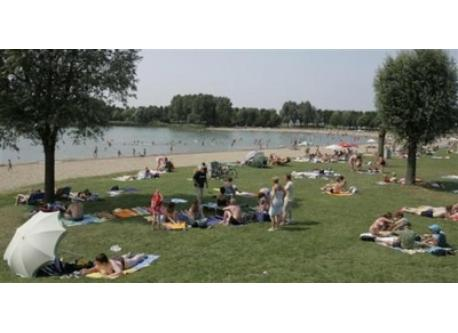 Outdoor swimming at Rijkerswoerd lake. 5 minutes by bike