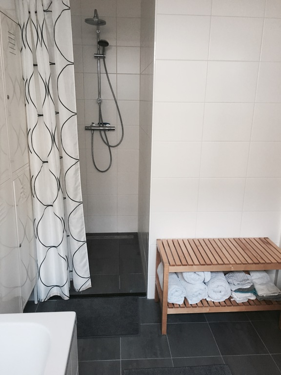Brand new bathroom, 1st floor, seperate shower