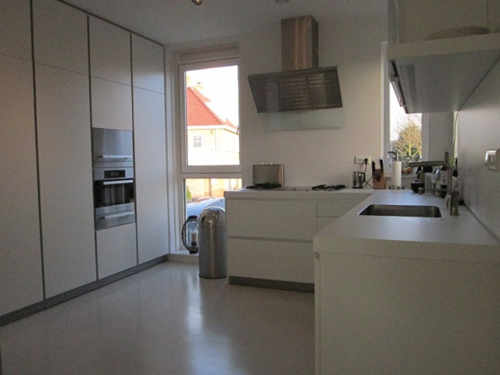 Kitchen with all modern equipment (cooker, steamer, grill) and table for 6