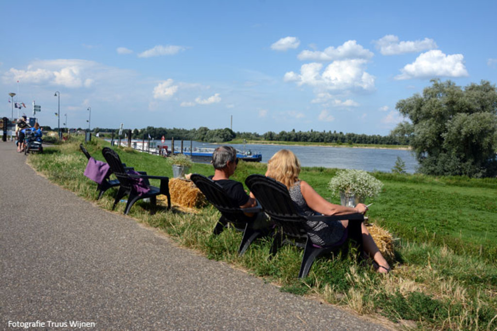 Enjoy along the Rhine with terrasses