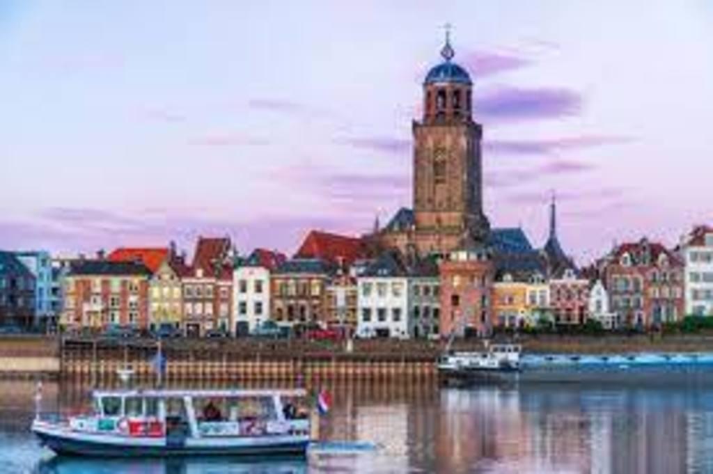 Historic city of Deventer, a 25-minute drive www.bijzonderplekje.nl/stedentrip-hanzestad-deventer/        25 minute drive