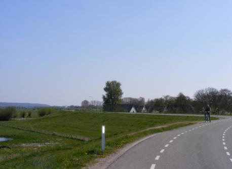 cycling along the river Waal
