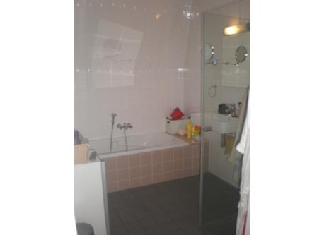 bathroom nr 1 with bath and shower