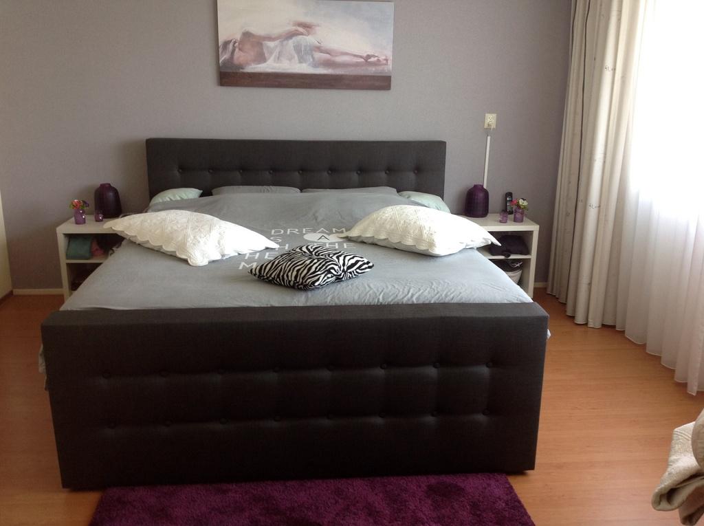 Ouderslaapkamer met ruim Tweepersoonsbed (180 x 200)