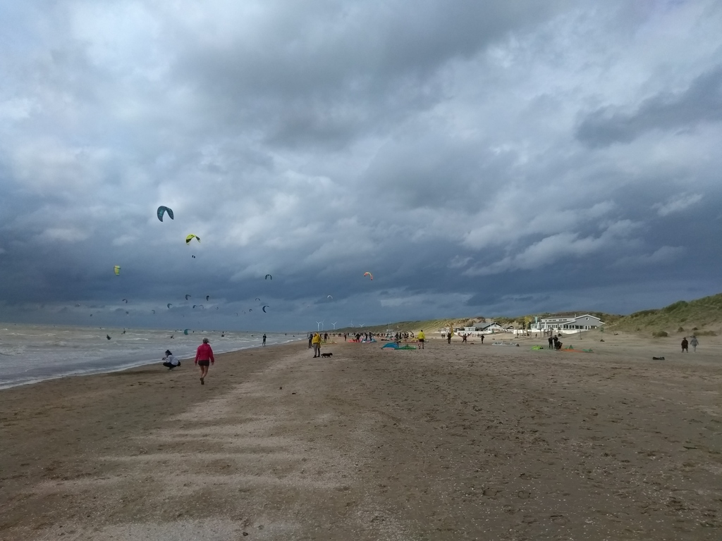 Kitesurfing when the wind is up, sensational to watch!
