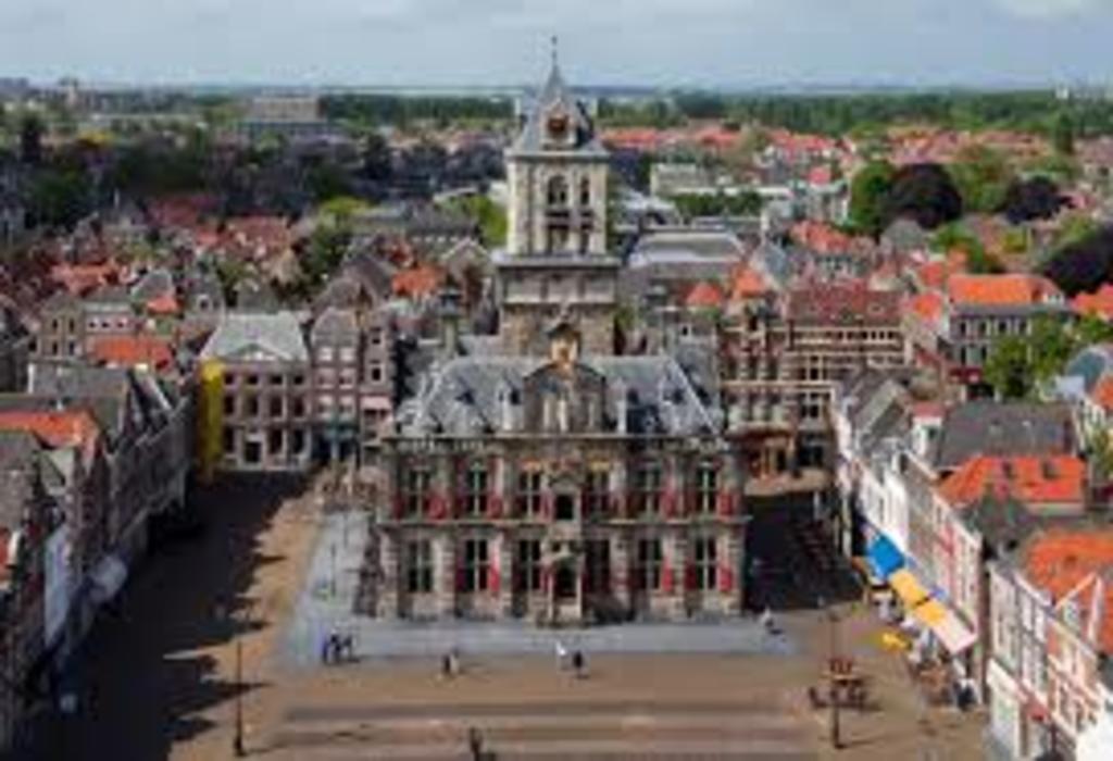 Delft (45 km)