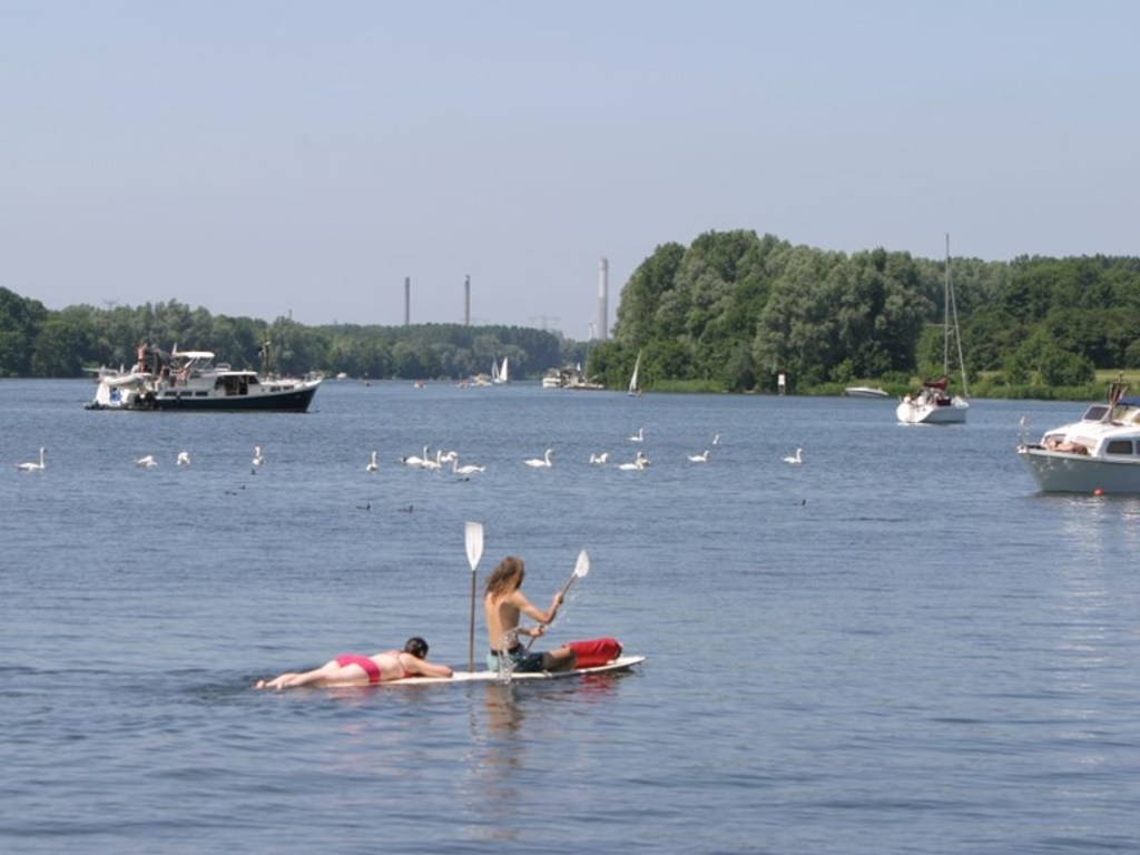 Brielse Meer (12 km), a sweetwater lake popular for watersports