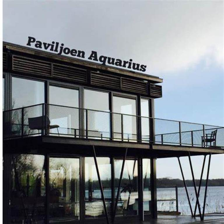 restaurant and lake for diner, boattrip and swim 10 minutes walk from our house