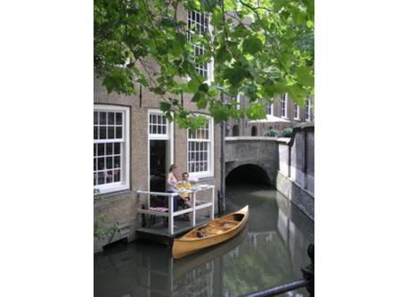 Gouda, historic centre (and our canoe)