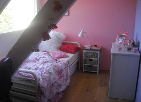 girls single bedroom upstairs